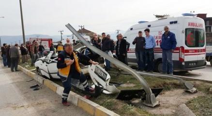 Düzce'de otomobil takla attı gençler ölümden döndü haberi