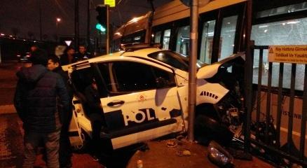 Zeytinburnu'nda tramvay ile polis aracı çarpıştı haberi